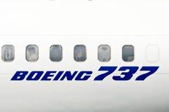白色飞机波音737的Windows 俄国 莫斯科 7月03日 2013年 免版税库存照片