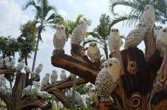 白色鸟雕象在NONG NOOCH庭院芭达亚里 免版税库存图片