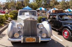白色1949年劳斯莱斯银黎明轿车 免版税库存照片