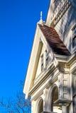 白色维多利亚女王时代的房子细节 库存照片