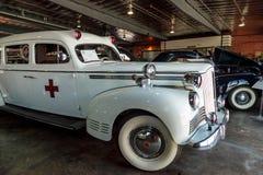 白色1942年帕卡德救护车 库存图片