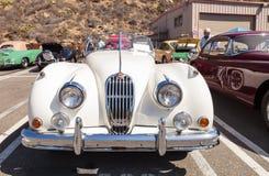 白色1956年捷豹汽车XK 140 MC 免版税库存图片