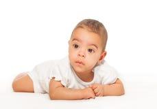 白色紧身衣裤的严肃的看起来的非洲婴孩 库存图片