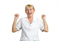 白色backgound的快乐的护士 免版税库存照片