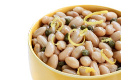 白色Cannellini豆用雀跃和柠檬味 免版税图库摄影