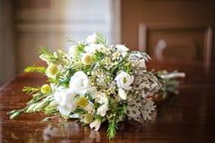 白色rustical婚礼花束 库存照片