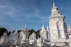 白色stupa 免版税库存图片