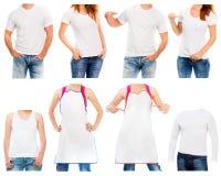 白色T恤杉和围裙在一名年轻人和妇女 库存图片