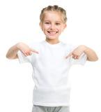 白色T恤杉的小女孩 免版税库存照片