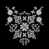 白花刺绣领口衣物的艺术品设计 免版税库存照片