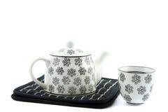 黑白茶壶和茶杯 免版税库存图片