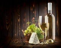 白葡萄酒和青纹干酪 免版税图库摄影