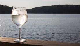 白葡萄酒喷流 免版税库存图片