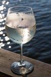 白葡萄酒喷流 免版税库存照片