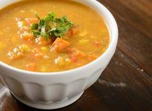 白薯在碗的玉米汤 免版税图库摄影