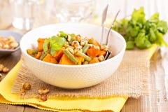 白薯炖煮的食物用青豆 库存照片