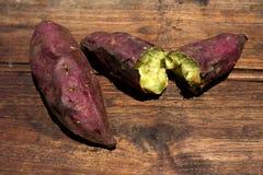 白薯, yakimo,在木的Goguma 免版税库存图片