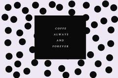 黑白被加点的背景咖啡立场 免版税库存图片