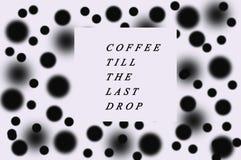 黑白被加点的背景咖啡立场 免版税库存照片
