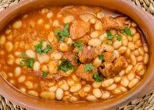 白豆和肉炖煮的食物 免版税库存图片