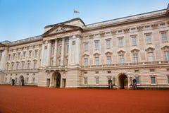 白金汉宫在伦敦,英国 免版税库存图片