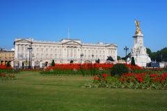 白金汉宫在伦敦 免版税图库摄影
