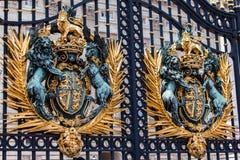 白金汉宫门伦敦英国 免版税图库摄影