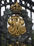 白金汉宫门,伦敦 免版税库存图片