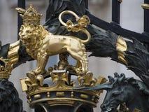 白金汉宫门,伦敦 免版税库存照片