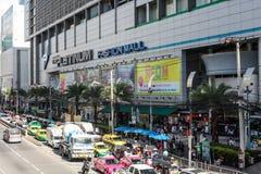 白金购物时尚购物中心在2017年8月11日的曼谷泰国 图库摄影