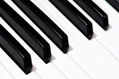 黑白钢琴钥匙 免版税库存照片