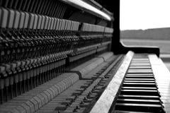 黑白钢琴 免版税图库摄影