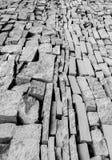 黑白铺磁砖的都市城市墙壁 免版税库存图片