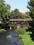 白长袍的测流堰在埃特林根 库存图片