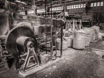 黑白闪亮金属片麻线工厂太子港海地 库存照片
