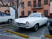 白阿尔法・罗密欧Giulietta Sprint Speciale在利马 免版税库存照片
