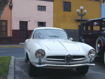 白阿尔法・罗密欧Giulietta Sprint Speciale在利马 图库摄影