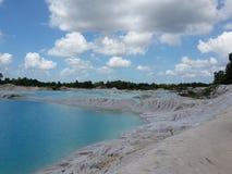 白陶土蓝色湖 库存照片