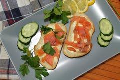 白面包三明治与红色鱼和黄油的 库存照片