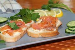 白面包三明治与红色鱼和黄油的 免版税库存照片