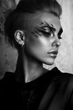 黑白魅力妇女画象,黑暗的美丽的面孔 免版税库存照片
