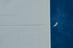 白水泥和蓝色水泥 库存图片