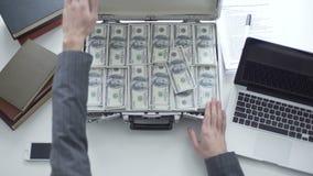 百万美元,万一,起始的资本,在上级的共同的贿赂 股票视频