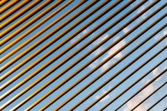 百叶窗被日光照射了条纹  库存照片