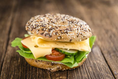 百吉卷用乳酪(荷兰扁圆形干酪) 免版税库存照片