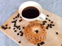 百吉卷用咖啡 库存照片