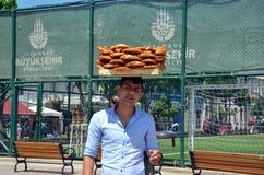 百吉卷的卖主在土耳其 免版税库存图片