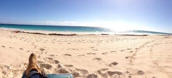 百慕大桃红色海滩全景,绿松石海洋 图库摄影