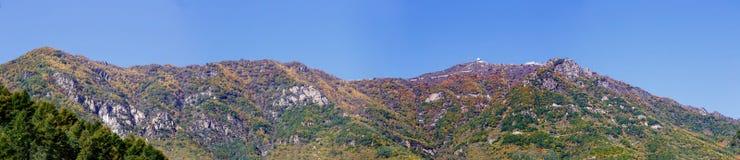 百花山Mountainï ¼ Œ北京五颜六色的山坡全景  免版税库存图片