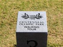 百年奥林匹克公园徒步游览标志公园在亚特兰大,乔治亚 免版税图库摄影